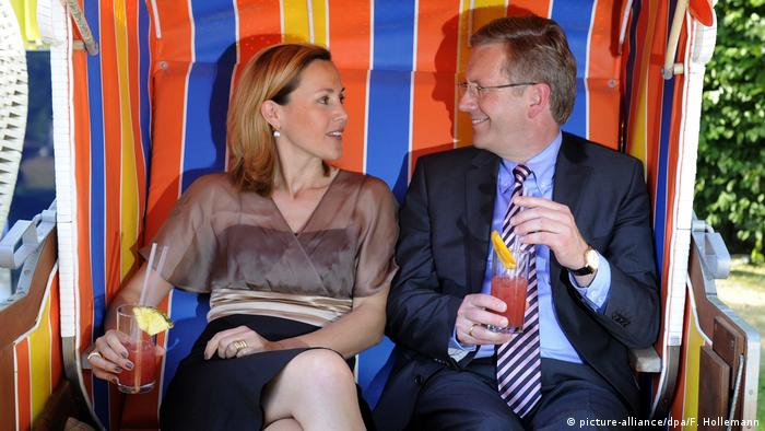 Der ehemalige Bundespräsident Christain Wulff mit Frau Bettina (picture-alliance/dpa/F. Hollemann)