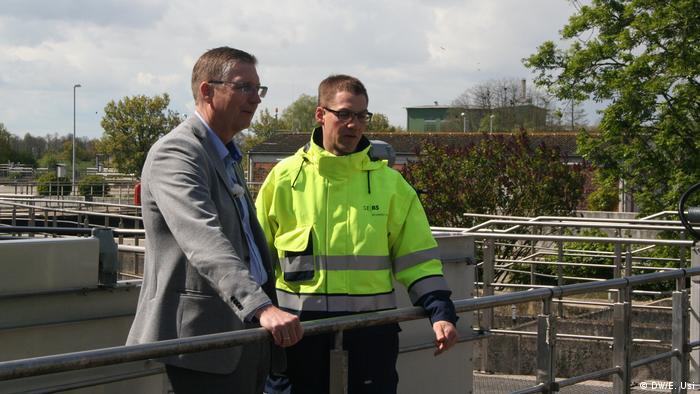Bernhard Teiser (izquierda), y el supervisor de operaciones Felix Bernecke.