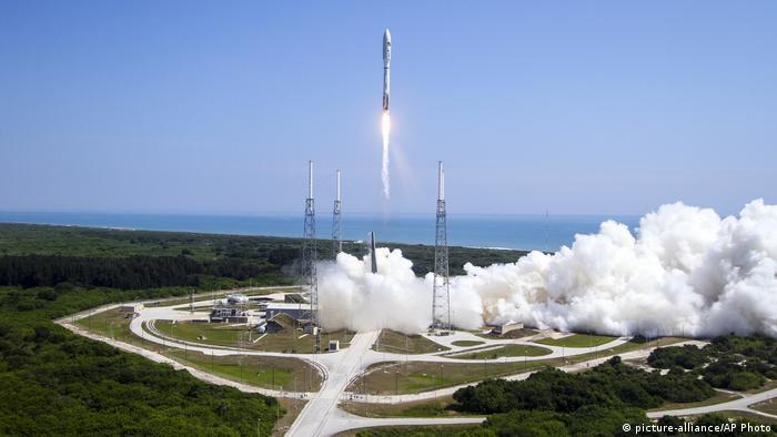 در سالهای اخیر شرکت خصوصی اسپیسایکس در آمریکا با ساخت موشکهای قوی فالکون ۹ اعلام کرد که مدولهایی برای پیوستن به ایستگاه فضایی را نیز آماده کرده است. سرانجام در سال ۲۰۲۰ اسپیسایکس توانست از خاک آمریکا دو فضانورد را عازم ایستگاه فضایی بکند.