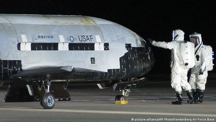 Space Shuttle X-37B (picture-alliance/AP Photo/Vandenberg Air Force Base)