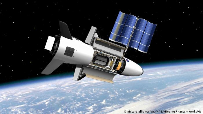 Space Shuttle X-37B (picture-alliance/dpa/NASA/Boeing Phantom Works/Ho)