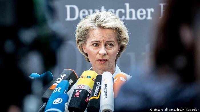 Deutschland Von der Leyen im Verteidigungsausschuss