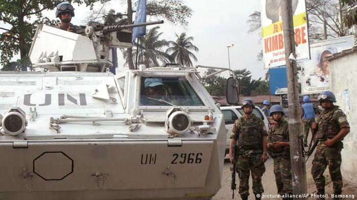 UN Friedenstruppe in Kinshasa (picture-alliance/AP Photo/J. Bompeng)