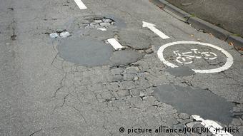 Дорога с повреждениями в Германии
