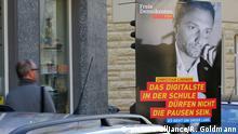 Plakate des FDP Vorsitzenden Christian Lindner - das Digitalste in den Schulen dürfen nicht die Pausen sein - es geht um unser Land - zur Landtagswahl 2017 in Nordrhein-Westfalen hängen in Köln. In Düsseldorf wird am 14. Mai 2017 ein neuer Landtag gewählt. | Verwendung weltweit