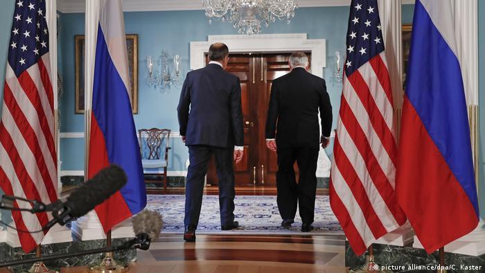 USA Rex Tillerson empfängt Sergej Lawrow (picture alliance/dpa/C. Kaster)