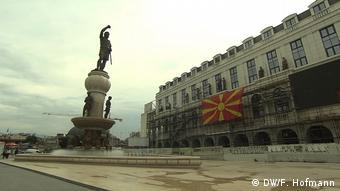700 εκ. ευρώ δαπάνησε περίπου η κυβέρνηση Γκρουέφσκι για αγάλματα και εντυπωσιακά κτήρια (DW/F. Hofmann)