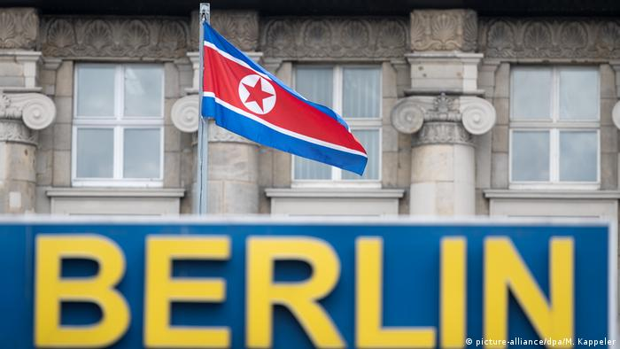 A North Korean flag flies near the Berlin City Hostel in Berlin, Germany(picture-alliance/dpa/M. Kappeler)