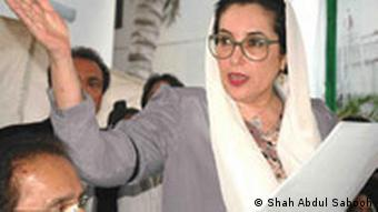 Chairperson of Peoples Party (PPP) Benazir Bhutto Adressing New Conf at Zardari house slambad 12.nov 2007.jpg