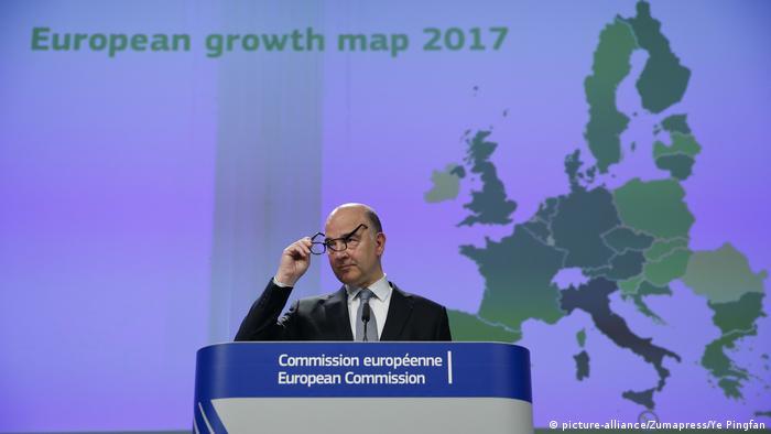 EU-Wirtschaftskommissar Pierre Moscovici Wachstumsprognosen für 2017 (picture-alliance/Zumapress/Ye Pingfan)