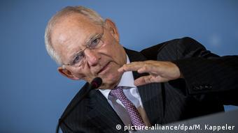 Η taz ζητά ούτε λίγο, ούτε πολύ την παραίτηση Σόιμπλε (picture-alliance/dpa/M. Kappeler)