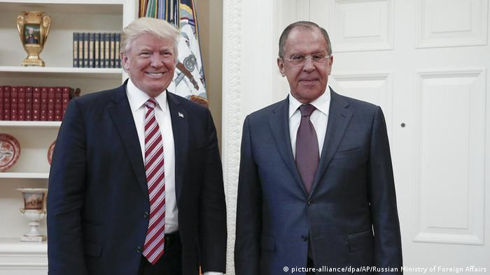 Weißes Haus Trump trifft Lawrow (picture-alliance/dpa/AP/Russian Ministry of Foreign Affairs)