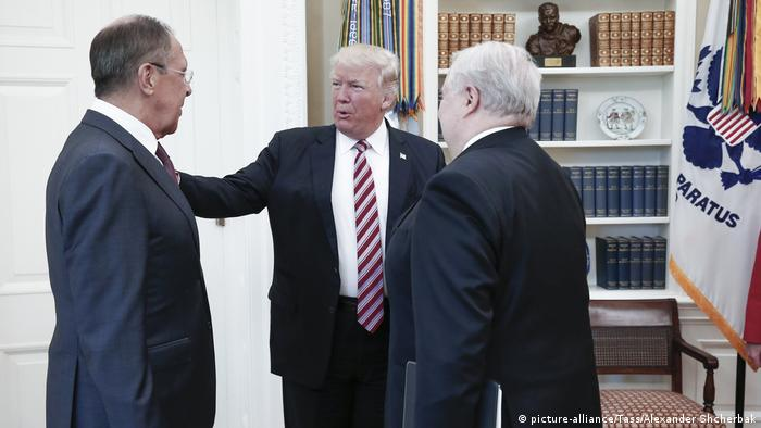 USA Sergej Lawrow & Donald Trump & Sergej Kislyak (picture-alliance/Tass/Alexander Shcherbak)