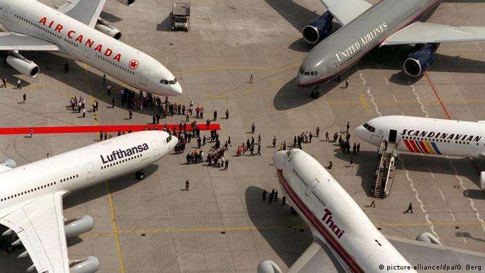 Star Alliance Gründungsmitglieder Flugzeuge (picture-alliance/dpa/O. Berg)