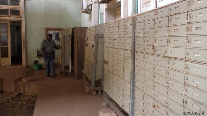 Lagos Leere Postfächer im Postamt von Bissau