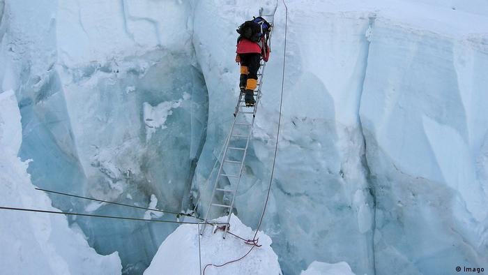 Himalaya - Saisonbeginn für Extrembergsteiger Khumbu Eisfall (Foto: Imago)
