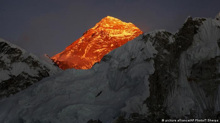 Himalaya - Saisonbeginn für Extrembergsteiger (Foto: picture alliance/AP Photo/T.Sherpa)