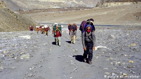 Himalaya - Saisonbeginn für Extrembergsteiger (picture alliance/Joker)
