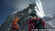 Himalaya - Saisonbeginn für Extrembergsteiger