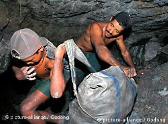 Ob im Tagebau oder tief im Berg: Der Abbau von Kohle in Kolumbien ist ein Knochenjob