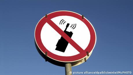 """Non"" στα κινητά στις σχολικές τάξεις"