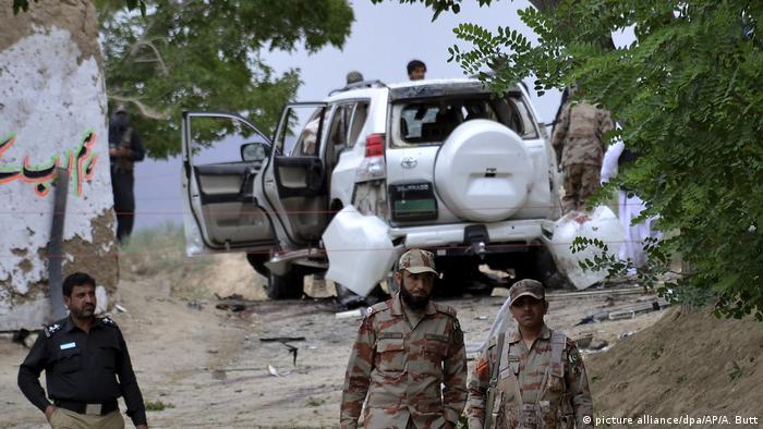 Pakistan Mindestens zwölf Tote bei Anschlag (picture alliance/dpa/AP/A. Butt)