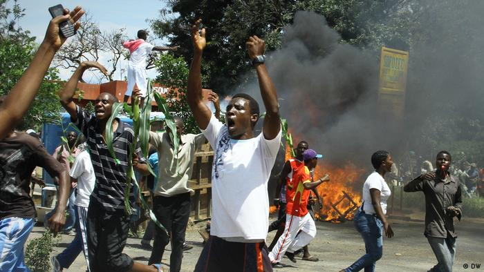 Burundian protesters in the street