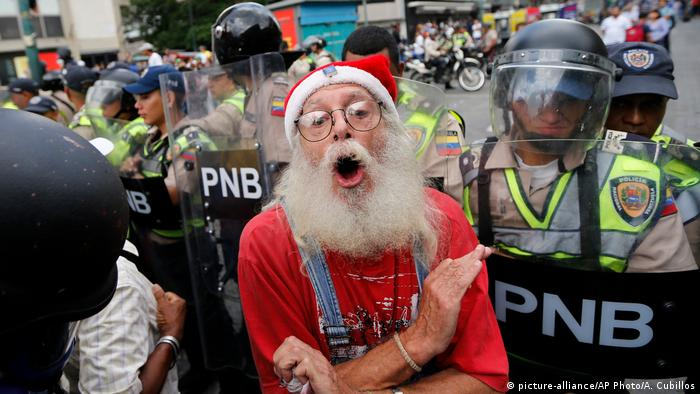 Venezuela Unruhen und Auschreitungen in Caracas (picture-alliance/AP Photo/A. Cubillos)