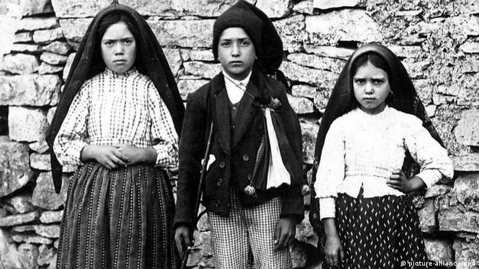 Fatima children canonized by Pope Francis | News | DW | 13.05.2017