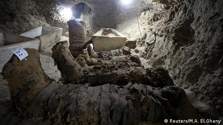 Várias múmias lado a lado
