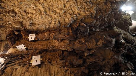 Múmias no sítio descoberto em Minya