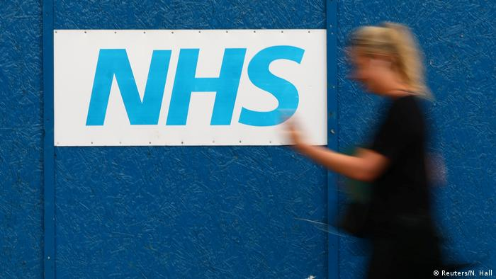 Großbritannien NHS-Schild - The Royal London Hospital in London (Reuters/N. Hall)