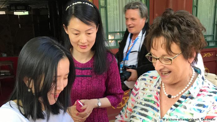 China Wirtschaftsministerin Brigitte Zypries in Peking (picture-alliance/dpa/A. Landwehr)