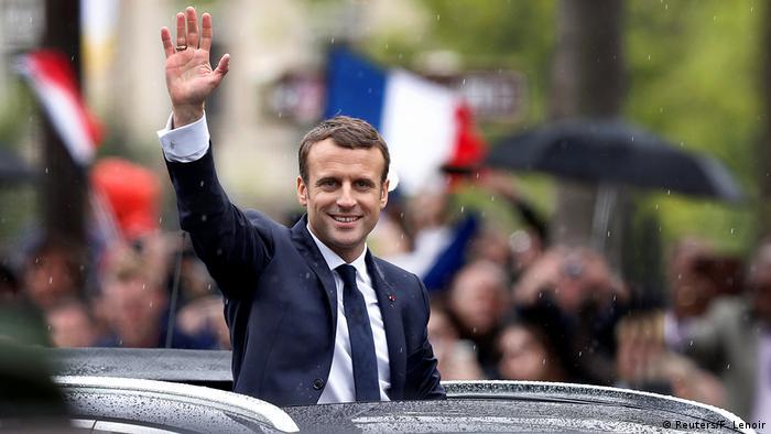 El presidente electo de Francia, el centrista Emmanuel Macron, de 39 años, juró el cargo para los próximos cinco años en una ceremonia en el Palacio del Elíseo, donde François Hollande le traspasó el poder. (14.05.2017)
