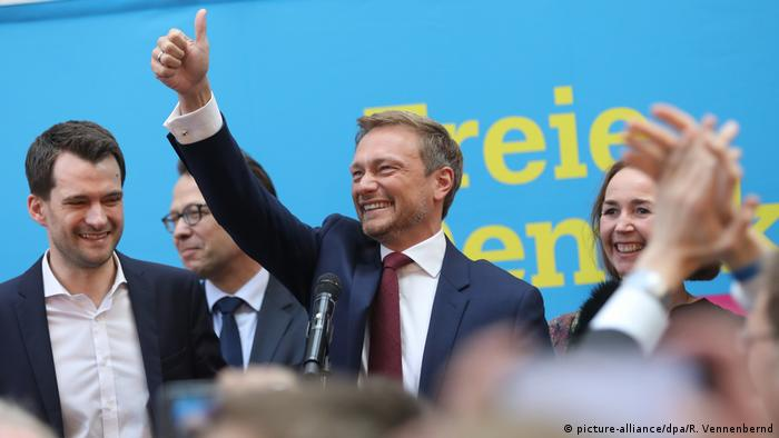 FDP leader Christian Linder gives a thumbs up to cheering supporters at a rally in Düsseldorf