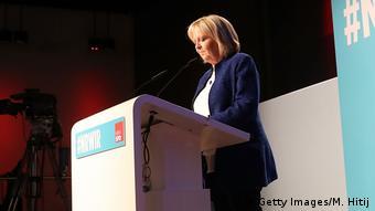 Η Χανελόρε Κραφτ ανέλαβε την ευθύνη και παραιτήθηκε άμεσα από τα αξιώματά της
