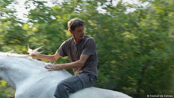 Mann auf einem weißen Pferd (Foto: Festival de Cannes)
