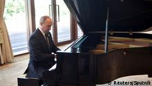 14.05.2017+++ Russian President Vladimir Putin plays piano before meeting Chinese leader Xi Jinping on the first day of the Belt and Road Forum in Beijing, China May 14, 2017. Sputnik/Aleksey Nikolskyi/Kremlin via REUTERS ATTENTION EDITORS - THIS IMAGE WAS PROVIDED BY A THIRD PARTY. EDITORIAL USE ONLY. TPX IMAGES OF THE DAY