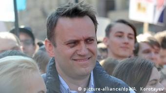 Алексей Навальный среди протестующих против сноса хрущевок