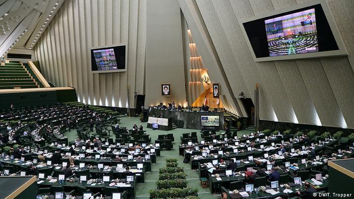 مجلس طرح تثبیت قانون شوراها را بررسی میکند