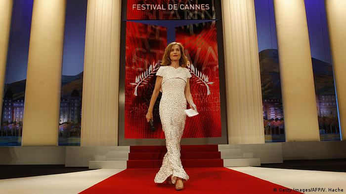 Isabelle Huppert on a red carpet in Cannes 2009 (Photo: Getty Images/AFP/V. Hache)