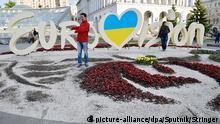 Ukraine Kiew - Eurovision Logo mit Blumenbeet