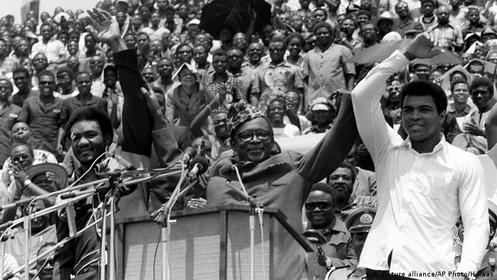 Mobutu mit George Foreman (picture alliance/AP Photo/H.Faas)