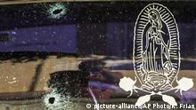 Mexiko - Einschusslöcher in Autoscheibe mit Maria