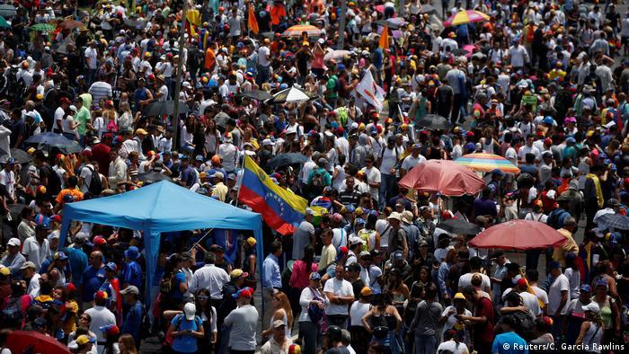Gran plantón en Venezuela: protesta de la oposición contra el gobierno de Maduro.