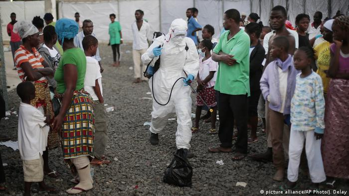 ARCHIV Ebola-Ausbruch in Liberia 2014 (picture alliance/AP Photo/J. Delay)