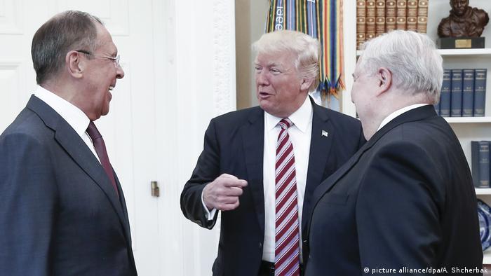 Встреча президента США Дональда Трампа с главой МИД РФ Сергеем Лавровым и послом РФ в США Сергеем Кисляком в Белом доме