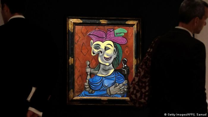 New York Christie's Picasso's Femme assise, robe bleu (Getty Images/AFP/J. Samad)