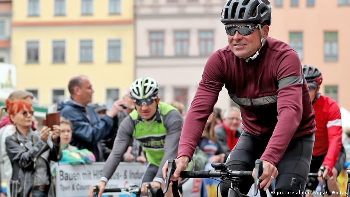 Jan Ullrich bei Jedermann-Rennen in Wittenberg (picture-alliance/dpa/J. Woitas)