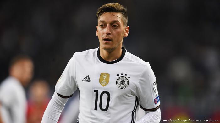 Fußball WM-Qualifikation 2016 - Deutschland vs. Tschechien | Mesut Özil (picture-alliance/dpa/Gladys Chai von der Laage)